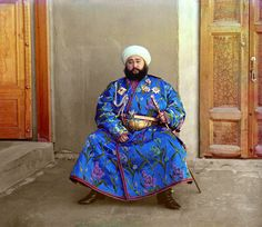 """historycultureeducation: """" [Colorized] Said Mir Mohammed Alim Khan (the last Emir of Bukhara before the Uzbek emirate was overthrown by the Red Army in photographed in 1911 by Russian. History Of Photography, Color Photography, People Photography, France Photography, Fashion Photography, Czar Nicolau Ii, Costume Ethnique, Domaine Public, Artists"""