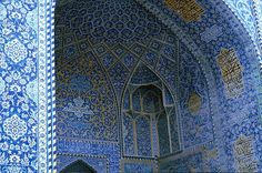 Image IRA 0426 featuring muqqarnas and ivan from the Royal Mosque, in Isfahan, Iran, showing Floriated Arabesque using ceramic tiles, mosaic or pottery.