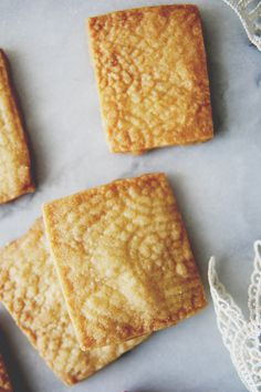 These aren't cookie monster sugar aneurism cookies. These Irish shortbread cookies are the kind that you sneak one by one, each time you pass the counter! Irish Desserts, Irish Recipes, Cookie Desserts, Just Desserts, Cookie Recipes, Dessert Recipes, Quick Recipes, Shortbread Cookies, Yummy Cookies