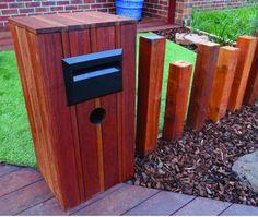 la-boite-postal-en-bois-pergola-pour-un-design-minimaliste. Wooden Mailbox, Diy Mailbox, Wooden Diy, Mailbox Ideas, Fence Ideas, Fence Design, Box Design, Pergola, Residential Landscaping