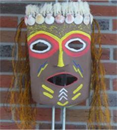 Lesidee: Afrikaanse maskers maken | Knutselen African Theme, African Masks, African Art, Preschool Crafts, Crafts For Kids, Family Child Care, Paper Mask, Jungle Theme, School Themes