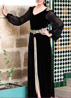 Nouveau modèles du caftan noir moderne 2015 haute gamme pour femmes et jeunes filles cherchant ce genre de caftan marocain léger et très chic à porter le temps d'une soirée de mariage, fiançailles, soirées henné , baptême , circoncision ..etc