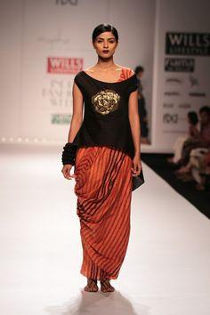 ddb5b71fde8c0  wifw  wifwaw14  fdci  wilfw  myoho  kiranandmeghna  indianwear  indian   orange  sequin  fashion  show  ramp  runway