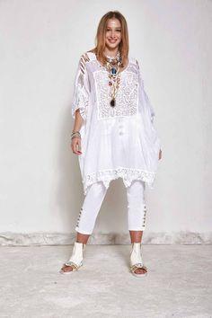 DANIELA DALLAVALLE - Lookbook #woman #PE17 #danieladallavalle #elisacavaletti #shoes #trousers #blouse #necklace #bracelet