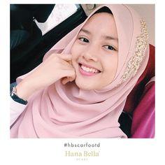 Selamat pagi cuolls 😍 bekpas apa pagi ni? ❤️❤️❤️ #tbjanecollection #iconiccollection #rayadatanglagi . . #happy #morning #hijabi #smile#shawllakukeras #shawlcantik #shawladdict #shawlraya #shawlmalaysia #raya2017 #bajuraya2017 #bajurayacantik #shawlchiffon #shawlinstant #instantshawl #hijabi #hijab #hijablife #hijabstyle #hijabfashion #hijabstore #hijabtutorial #hijabcantik #hijabchic