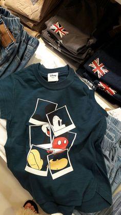 Stylish Toddler Girl, Toddler Boy Fashion, Kids Fashion, Teen Fashion Outfits, Disney Outfits, Kids Outfits, Shirt Print Design, Shirt Designs, Winter Hoodies