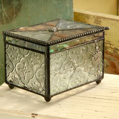 #Valentine's #gift idea: Keep your most special trinkets, jewelry, or treasures in an elegant handcrafted charm box.
