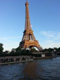 Impressive view of the Tour Eiffel taken from the boat, don't you agree?