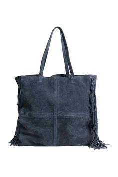 Suede shopper: PREMIUM QUALITY. Shopper in suede with two handles, fringes on the short sides and a small detachable inner bag with a zip. Size of inner bag 14x20 cm, size of shopper 35x43 cm. Unlined.