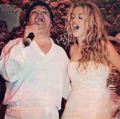 """""""Para mí nunca morirá, viva Juan Gabriel"""", la chica dorada confiesa que el cantante era uno de sus mas grandes y queridos amigos, al igual que muchas celebridades y seguidores, Paulina Rubio lamenta mucho la perdida de Juan Gabriel."""