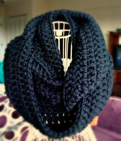 Infinity Scarf Black /Don't Get it Twisted Crochet por CrochetbyYJ, $34.00