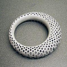 Polyoptic Bangle printed Jewelry Valentine's Day In alumide Impression 3d, Jewelry Art, Jewelry Design, Jewellery, Bangle Bracelets, Bangles, 3d Printed Objects, 3d Printed Jewelry, 3d Printer Projects