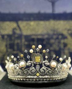 Esprit Joaillerie / Chaumet MERVEILLEUX ECLATS PLACE VENDÔME Place Vendôme, Chaumet, Tiaras And Crowns, Jewerly, Hearts, Pretty, Plates, Spirit, Jewelry