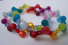 Ketten mittellang - Regenbogen-Kette mit matt/glänzenden Perlen - ein Designerstück von Die-kleine-Wunderkiste bei DaWanda
