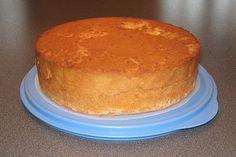 Det här tårtbottenreceptet har jag använt när jag bakat i min form med diameter 24 cm. Tårtbotten blir hög och fin. Om jag bakar i mindre fo...