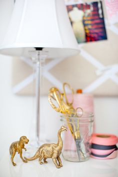 DIY Home Decor On A Budget - DIY Gold Animal Figurines - Cheap Home Decorations to Make From The Dollar Store and Dollar Tree - Inexpensive Budget Friendly Wall Art, Furniture, Table Accents, Rugs, Pi Cheap Diy Home Decor, Diy Home Decor Projects, Craft Projects, Le Living, Living Room, Diy Casa, Gold Spray Paint, Idee Diy, Gold Diy