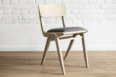 Krzesła typu 229XB nazywano także Bumerangami, źródło: Pinterest