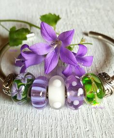 Trolli_mutz on Instragram. New flowers after all the rain Green artisanbeads by @summersdaybeads