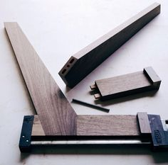 Woodworking Joints, Woodworking Patterns, Woodworking Techniques, Woodworking Furniture, Fine Woodworking, Woodworking Crafts, Woodworking Quotes, Intarsia Woodworking, Woodworking Supplies