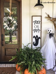 Rustic Halloween, Halloween Porch, Fall Halloween, Halloween Decorations, Halloween Crafts, Halloween Ideas, Painted Wood Signs, Hand Painted, Christmas Signs Wood