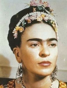 "Frida Kahlo de Rivera - born Magdalena Carmen Frieda Kahlo y Calderón Mexican painter, best known for her self-portraits. Kahlo suggested, ""I paint myself because I am so often alone and because I am the subject I know best. Diego Rivera, Frida E Diego, San Diego, Natalie Clifford Barney, Mexican Artists, Photocollage, Art Graphique, Belle Photo, Great Artists"