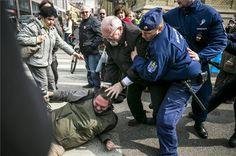 A sajtóra támadtak a sajtószabadság ünnepén -> http://blog.volgyiattila.hu/?p=35266 Fotó: Mohai Balázs/MTI #fotó #sajtó #sajtófotó #tüntetés #vita #kultúra #emberek #vélemény #sajtószabadság