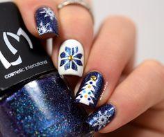 Inspiration on Christmas nails by Melyne Nail-art. Check out more Nails on Bellashoot. Xmas Nails, Holiday Nails, Fabulous Nails, Gorgeous Nails, Cute Nails, Pretty Nails, Nail Art Designs, Nail Art Noel, Seasonal Nails