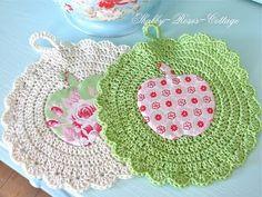 Apple potholder by Shabby-Roses-Cottage Crochet Kitchen, Crochet Home, Love Crochet, Knit Crochet, Crochet Potholders, Crochet Doilies, Crochet Designs, Crochet Patterns, Crochet Eyes