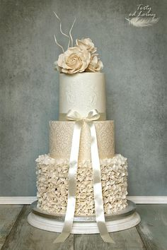 Svadobná torta s volánikmi,Autorka: Lorna cake decorating recipes anniversaire chocolat de paques cakes ideas Luxury Wedding Cake, Fall Wedding Cakes, Elegant Wedding Cakes, Elegant Cakes, Beautiful Wedding Cakes, Gorgeous Cakes, Wedding Cake Designs, Pretty Cakes, Wedding Cake Gold
