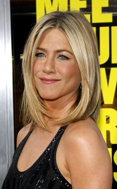 Variety of Jennifer Aniston Bob Haircut hairstyle ideas and hairstyle options. If you are looking for Jennifer Aniston Bob Haircut hairstyles examples, take a look. Jennifer Aniston Haircut, Estilo Jennifer Aniston, Mid Length Hair, Shoulder Length Hair, Shoulder Bob, Hair Styles 2014, Short Hair Styles, Hairstyles Haircuts, Straight Hairstyles