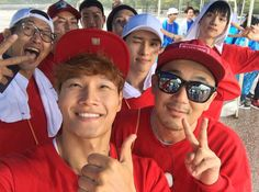 "It looks like an upcoming episode of ""Running Man"" is going to be epic! The ""Running Man"" cast recently filmed a race near the Han River in Seoul on Septem"