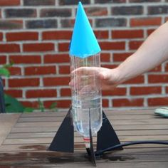 This Water Bottle Rocket is an awesome science experiment for kids! Interactive learning activities like this Water Bottle Rocket are the most entertaining educational crafts for kids, since they get to see science in action. Kid Science, Summer Science, Preschool Science, Science Experiments Kids, Science Fair, Science Activities, Science Projects, Projects For Kids, Science Ideas