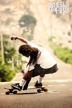 dude with dreads on a longboard. Long Skate, Skateboard Pictures, Skate Girl, Longboarding, Surfs, Ocean Life, Skateboards, Dreads, Snowboard