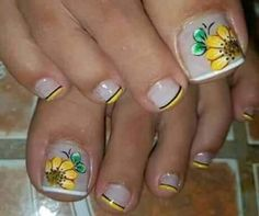 Cute Pedicure Designs, Flower Nail Designs, Toe Nail Designs, Cute Toe Nails, Fancy Nails, Pedicure Nail Art, Toe Nail Art, Purple And Pink Nails, New Nail Art Design