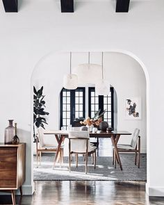 Get inspired by these dining room decor ideas! From dining room furniture ideas, dining room lighting inspirations and the best dining room decor inspirations, you'll find everything here! Room Interior, Interior Design Living Room, Modern Interior, Interior Decorating, Modern French Interiors, Danish Interior Design, Scandinavian Interior, Modern Luxury, Interior Ideas