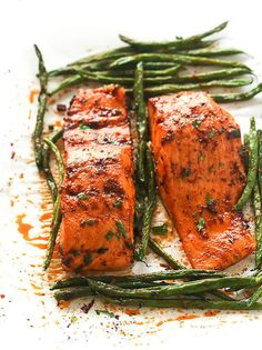 13. Paprika Salmon and Green Beans #paleo #dinner #recipes http://greatist.com/eat/paleo-recipes-easy-and-delicious-dinners