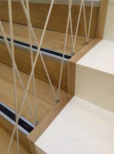 Fótliget egyedi korlát Enter Team - Home Decor Rope Railing, Diy Stair Railing, Staircase Railings, Railing Design, Staircase Design, Railing Ideas, Stair Makeover, Modern Stairs, Interior Stairs