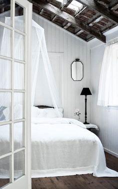 Romantic country bedroom via Sköna Hem
