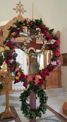 Greek Easter Easter Wreaths, Christmas Wreaths, Christmas Tree, Orthodox Easter, Greek Easter, Church Flowers, Happy Easter, Christianity, Greece