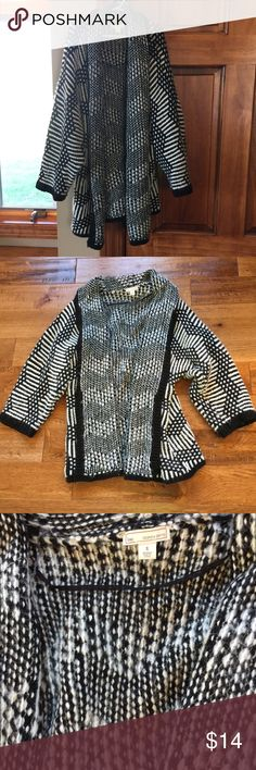 GAP Poncho/Sweater Beautiful!!!! So stylish, yet comfortable! No tears, stains, or fading! L❤️VE this sweater, but not the price I'm asking for? Make me an offer! Everyone needs this sweater in their life! ❤️ GAP Sweaters Shrugs & Ponchos