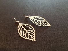 Metal Blatt Ohrring, silberfarben ca. 4 cm. #Ohrring #Mode #Retro #Schmuck #Trend #günstig #Ohr #Geschenk #ring #system Leaf Earrings, Silver Earrings, Silver Color, Craft Supplies, Etsy Shop, Retro, Handmade, Vintage, Jewelry