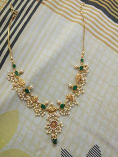 Pearl Necklace Designs, Jewelry Design Earrings, Gold Earrings Designs, Beaded Jewelry, Beads Jewellery Designs, Gold Haram Designs, Simple Necklace Designs, Jewelry Patterns, Pearl Jewelry