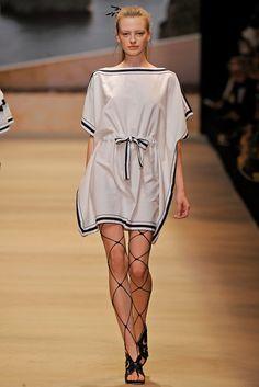 Alexis Mabille Spring 2011 Ready-to-Wear Fashion Show - Anastasia Kuznetsova