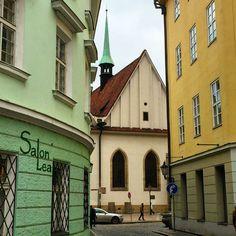 Betlémská kaple Cabin, Nice, House Styles, Decor, Prague, Decoration, Cabins, Cottage, Decorating