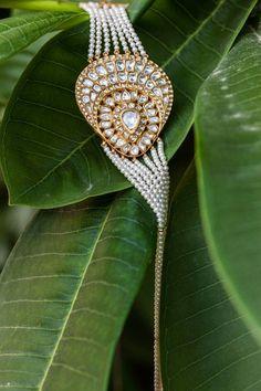SUNITA SHEKHAWAT Head Jewelry, Royal Jewelry, I Love Jewelry, Unique Jewelry, Fine Jewelry, Jewelry Design, Women Jewelry, Fashion Jewelry, Gold Jewellery