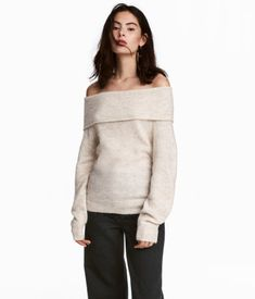 Major Thanksgiving Dinner Outfit Inspiration - Bainbridge Boheme. Simple and affordable outfits for a stylish Turkey Day. Dark hues and cozy knits are perfect for looking fashionable while giving thanks!