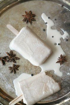 Low-carb chai tea ice pops...looks like these could be eaten with any trim healthy meal!