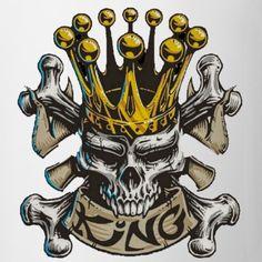 Skull Head Decanter and 6 Shot Glasses Set Skull Head, Skull Art, Chicano Tattoos, Biker Tattoos, Marilyn Monroe Drawing, Skeleton King, Skull Tattoo Design, King Art, New Era Hats