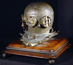 Divers helmet inkwell in bronze. English c. 1890.