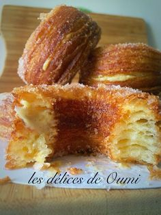 custard filled cronuts recipe(in french) Sweet Recipes, Cake Recipes, Dessert Recipes, Yellow Squash Recipes, Desserts With Biscuits, Cronut, American Desserts, Sweet Cooking, Beignets